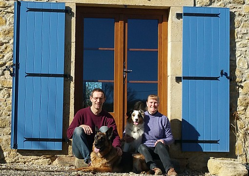 158549 Dave and Kath Vowles with dogs