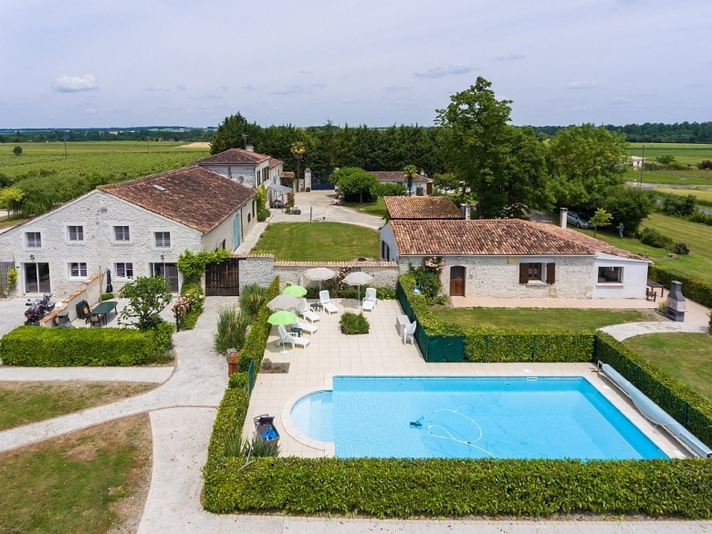 Exceptional La Grange   Beautiful 3 Bedroom Gite (with Large Pool)   Gîte Holiday Rental,  In Brives Sur Charente, Charente Maritime, France