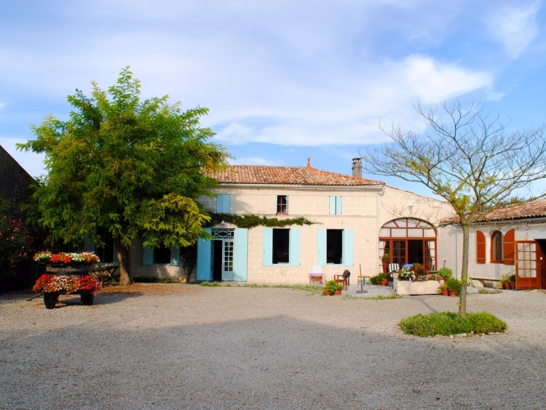 La Cigogne   Farmhouse Holiday Rental, In St Dizant Du Gua, Charente  Maritime, France