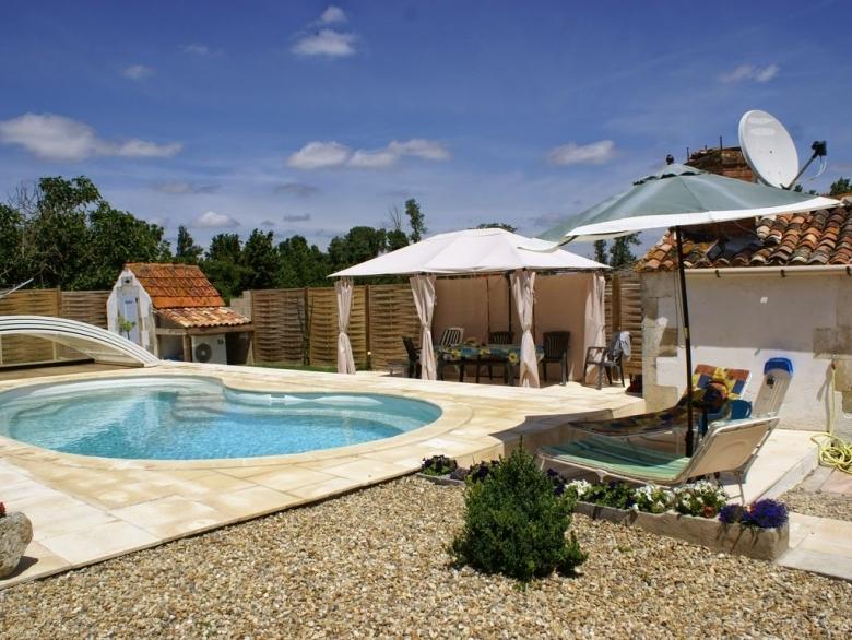 La Maison Blanche - Gîte Holiday Rental, in St Romain De Benet ...